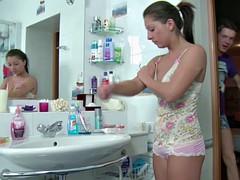 Anal, Salle de bains, Hard, Maigrichonne, Adolescente