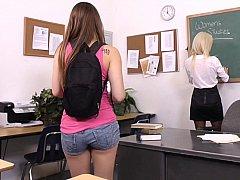 18 ans, Mignonne, Lesbienne, Jarretelles, Étudiant, Professeur, Adolescente, Nénés