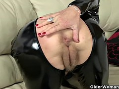 British granny Elaine gives her pussy a treat