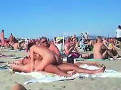 Culo, Playa, Mamada, Morena, Madres para coger, Pezones, Al aire libre, Público