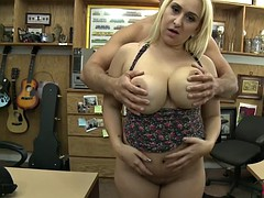 Bubble butt amateur nailed by pawn dude