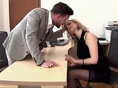 Blonde, Sucer une bite, Européenne, Bureau, Secrétaire, Jarretelles
