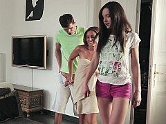 Fille, 2 femmes 1 homme, Mère que j'aimerais baiser, Maman, Belle mère, Adolescente, Plan cul à trois