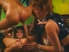 5 ladies getting it on in a bar