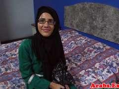Muslim babe jizzed in mouth
