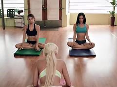 beautiful women hot yoga in the nude