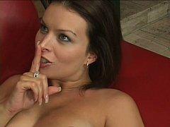 Gros seins, Brunette brune, Tir de sperme, Faciale, Hard, Femme au foyer, Belle mère, Épouse
