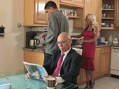 Betrug, Hardcore, Hausfrau, Küche, Milf, Mutti, Stiefmutter, Ehefrau