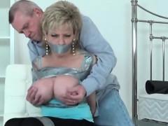 Unfaithful british mature lady sonia displays her massive kn