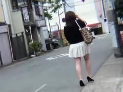 Japanese ho pees on feet