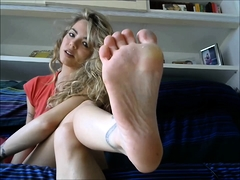 Barefoot JOI with nasty camgirl