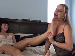 erotic feet - lesbian foot worship 0315