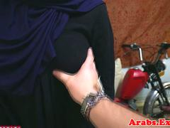Arab amateur pussyfucked in missionary pose