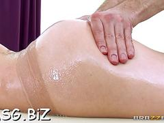 Wild massage makes her cum