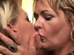Blond, Hd, Lesbisch, Rijpe lesbienne, Moeder die ik wil neuken