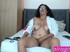 Kinky BBW DeziJones with pierced on nipples masturbates