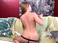 Lexi Leigh uses her toy to cum and squirt