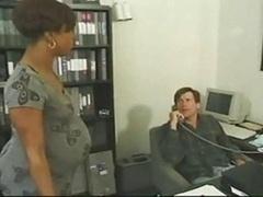 Черненькие, В офисе, Беременная