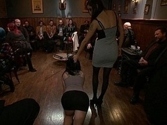 Bondage domination sadisme masochisme, Garce, Brunette brune, Extrême, Groupe, Humiliation, Public, Attachée
