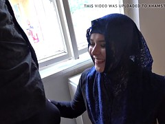 rich muslim lady nikky dream wants to buy apartments in prag
