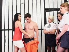 Britannique, Homme nu et filles habillées, Femme dominatrice, Fétiche, Groupe, Branlette thaïlandaise, Hd, Uniforme