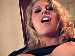 Twerking Big Tits Blonde Fucks Herself