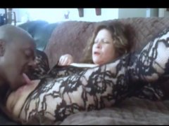 Old porn model squirts due to cunnilingus by black boy