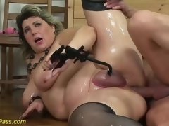 """fat moms first extreme porn lesson"""