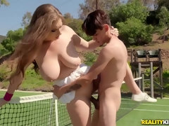 Half-naked hottie makes dude to put down his racquet