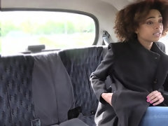 Brazilian babe Luna Corazon gets fucked and eats the cum of the taxi driver