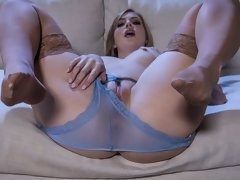 Sensual girlfriend Dolly Leigh screwed in the missionary pose