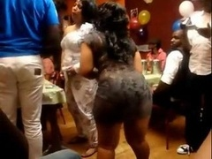 African chick shake butt to Mapouka